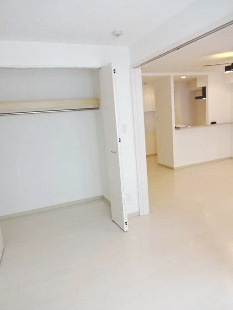 【カレラ近代美術館前_702】洋室2.JPG
