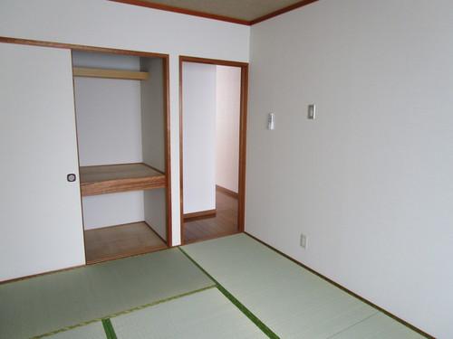 エクセレント橘102号室 和室 (5).JPG