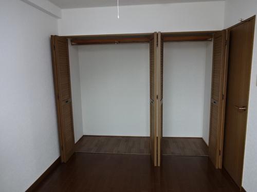 【沢田ハイツ405】奥側洋室収納.JPG