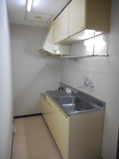 【ハイツニューリバー】301号室キッチン.JPG