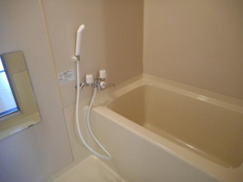 【ハイツニューリバー】301号室浴室.JPG